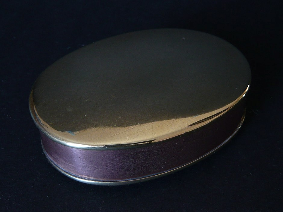 Snuffbox made of copper and brass