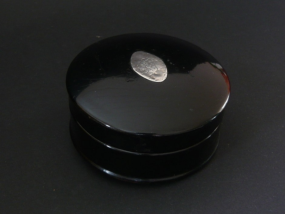 Snuffbox from paper-mâché