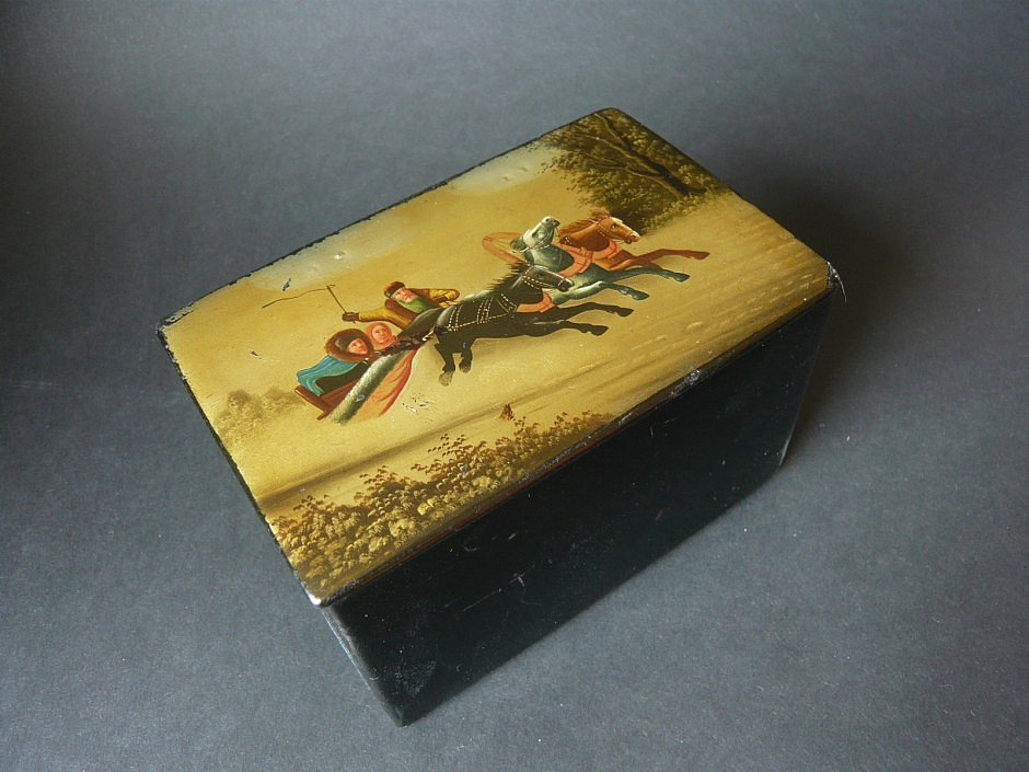 Antique snuffbox, lacquered