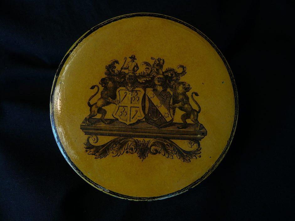Heraldic Snuffbox