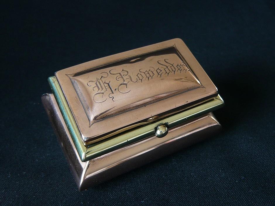 Table snuffbox